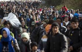 Bežeći od rata čekaju da pređu put do obećane zemlje.