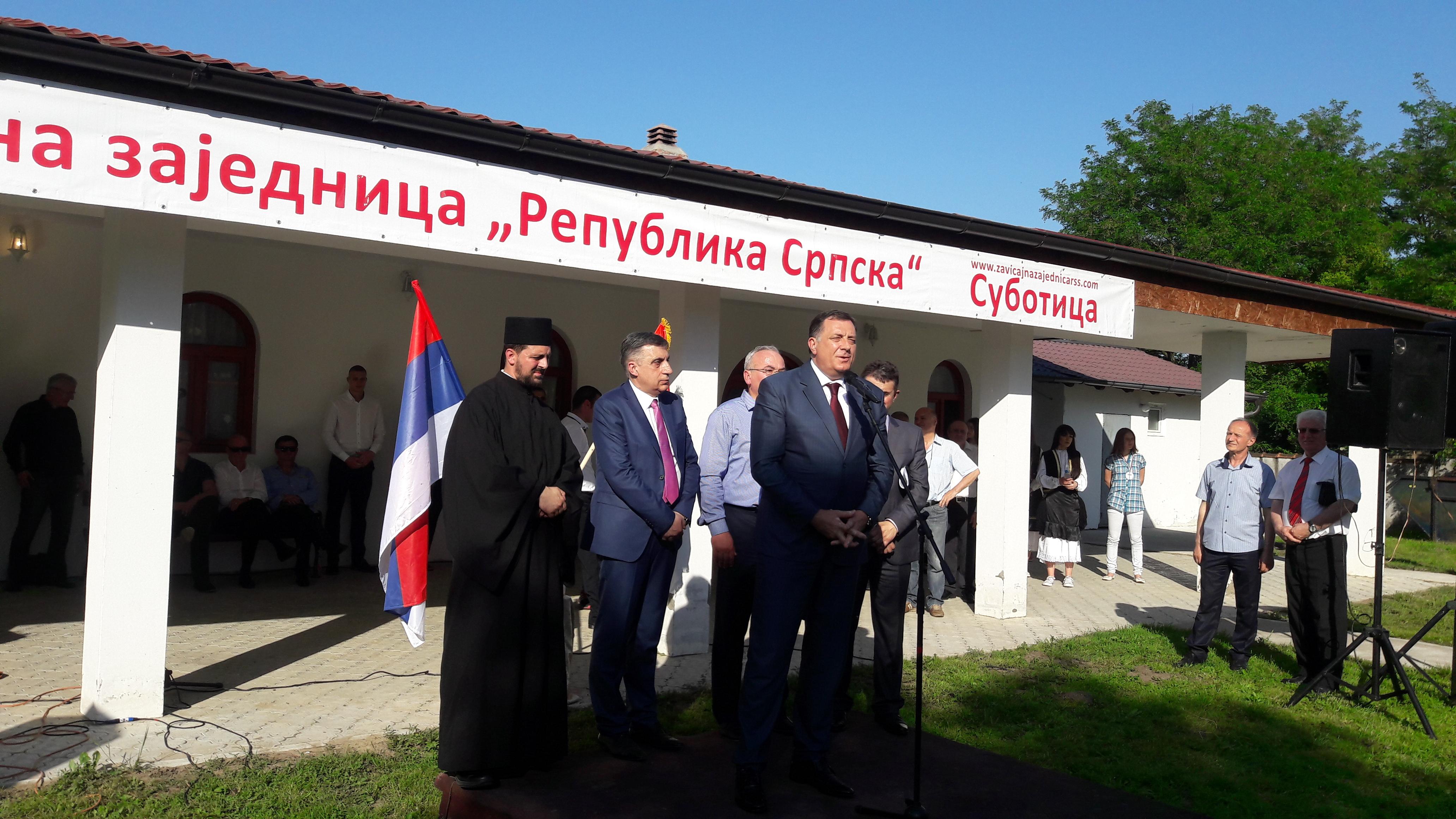 Dodik na poklon dobio ikonu Svetog Vasilija Ostroškog