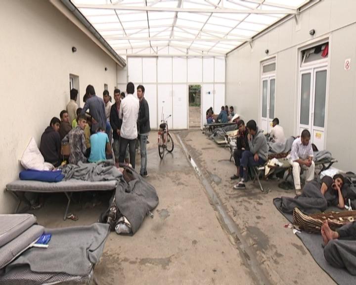 Izbeglice i migranti u Prihvatnom centru u Subotici.