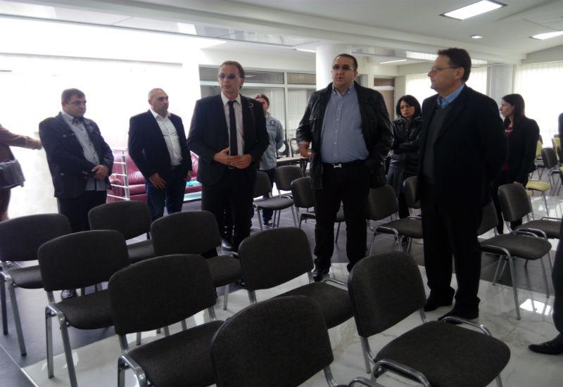 Gradonačelnik Pančeva Saša Pavlov i zamenik pokrajinskog sekretara za privredu i turizam mr Pavle Počuč posetili su danas i zajedno obišli preduzeće ITECCION New City Company u Pančevu