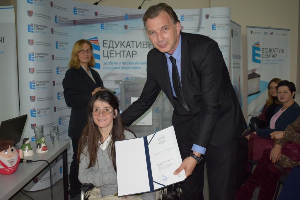Zamenik pokrajinskog sekretara, Pavle Počuč uručio zahvalnice učesnicima.