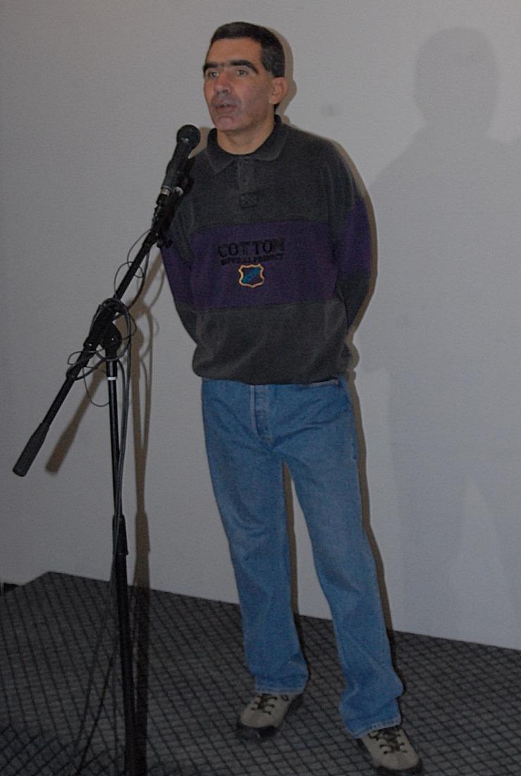 Peter Feher, na otvaranju izložbe u holu Otvorenog univerziteta u Subotici.