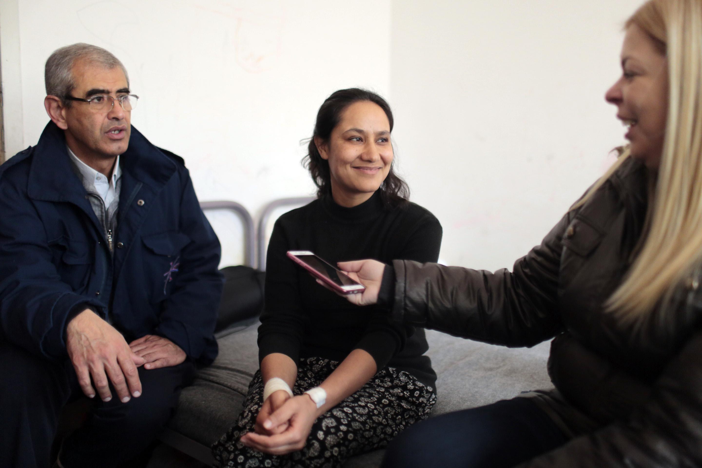 Novinarka iz Avganistana sa prevodiocem i novinarkom iz Srbije.