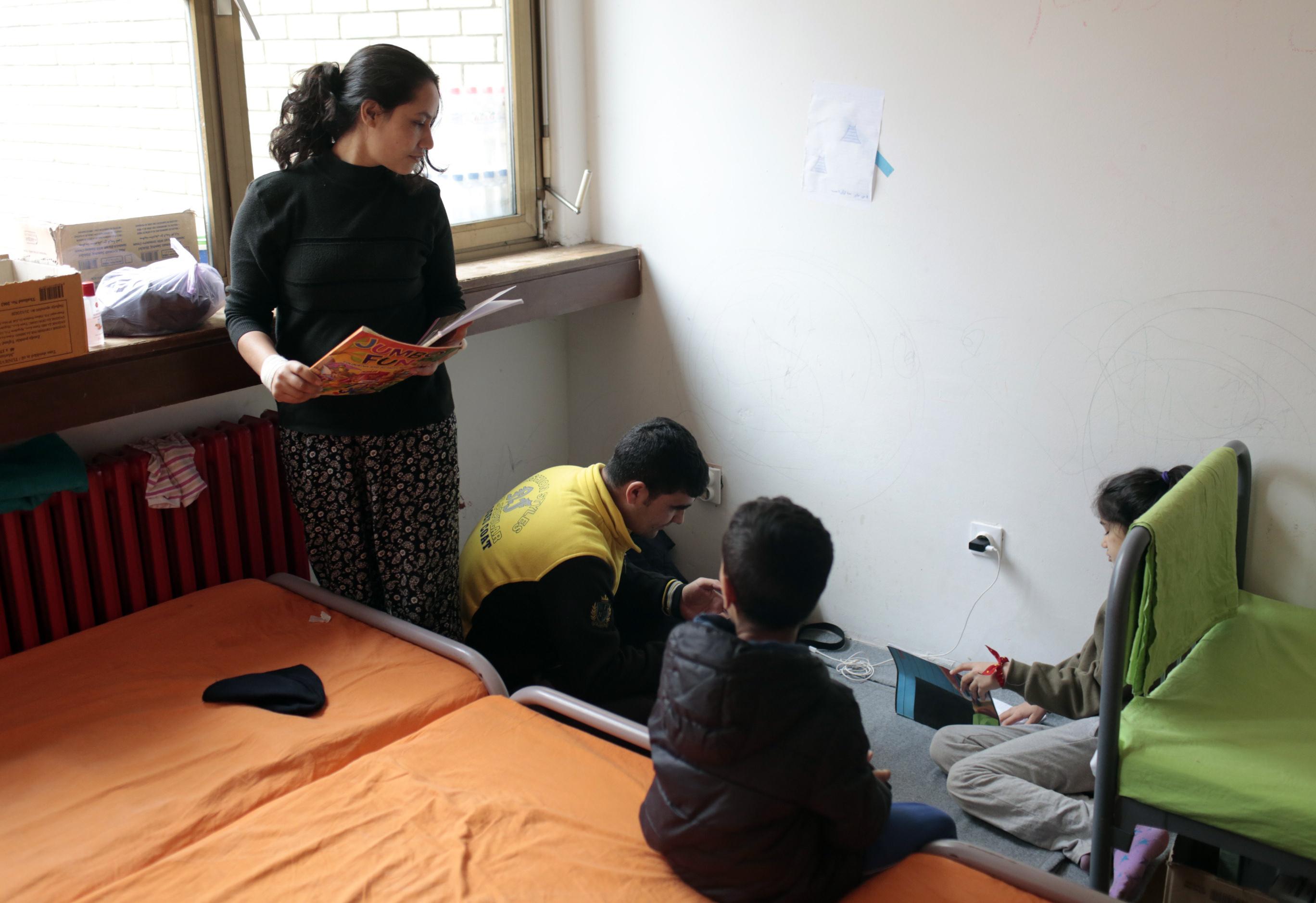 Novinarka iz Avganistana sa porodicom. Foto: Goran Sivački