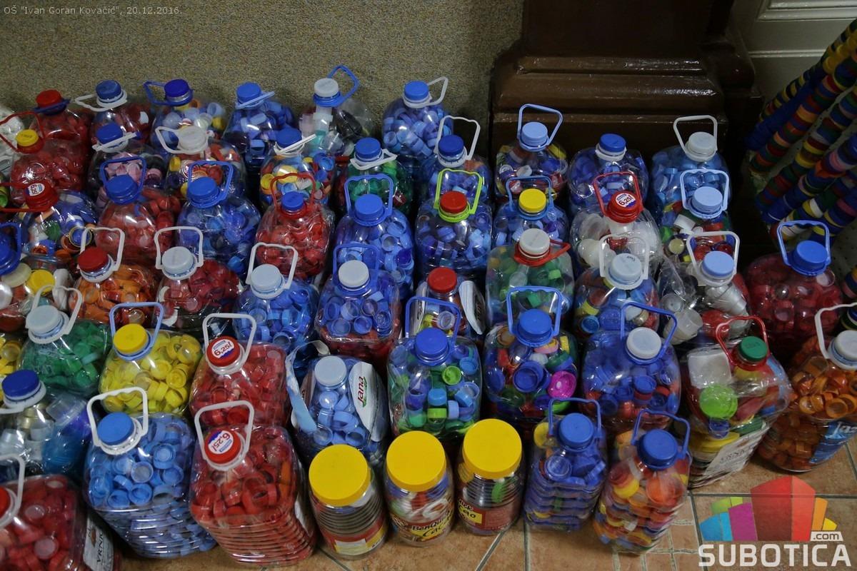 Sakupljeni čepovi za kupovinu ortopedskih pomagala. Foto: subotica.com