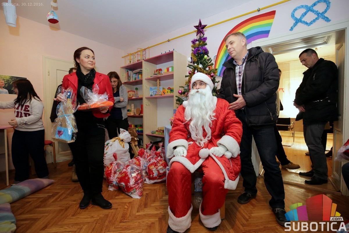 Deda Mraz u kući iza duge. Foto: Subotica.com
