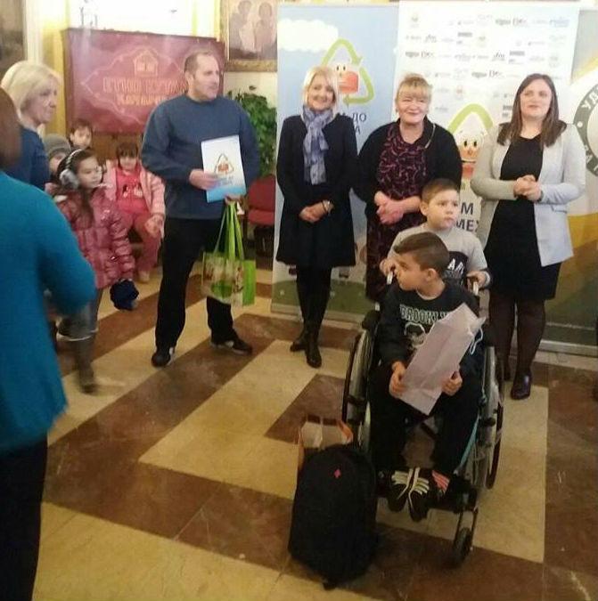 Aleksa Drakulić (2008) iz Kačareva jedno je dvanaestoro dece izabrano na konkursu za 2016/2017 godinu za nabavku invalidskih kolica