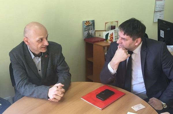 Pokrajinski zaštitnik građana - ombudsman, prof dr. Zoran Pavlović juče je posetio Pančevo i razgovarao s Borčetom Veličkovskim, predsednikom Nacionalnog saveta makedonske nacionalne manjine