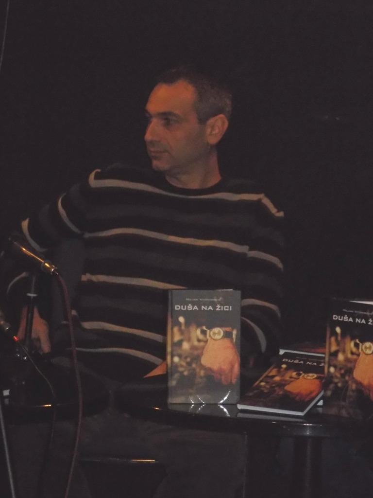 """Novinar i autor romana """"Duša na žici"""" Miljan Vitomirović."""